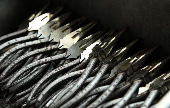 室本鉄工|焼入れ直後のペンチ